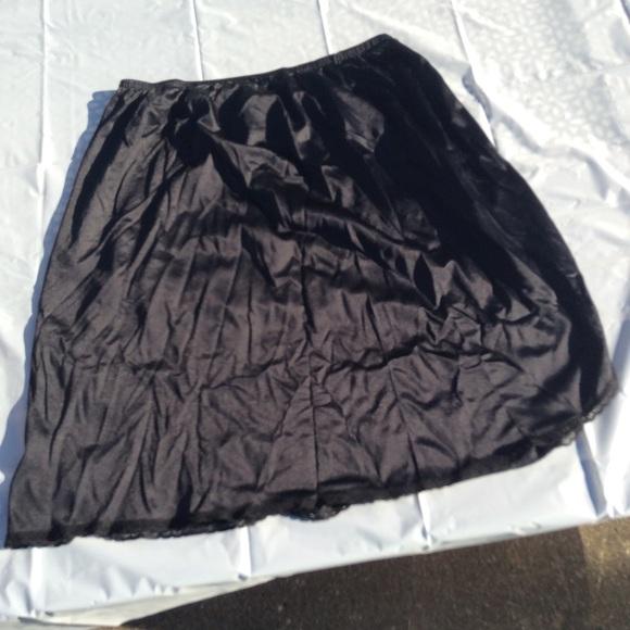 Vanity Fair Other - Vanity Fair half slip women's petty coat +